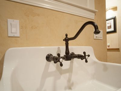 Boulder house rental - Venetian plaster with historic farmers sink.