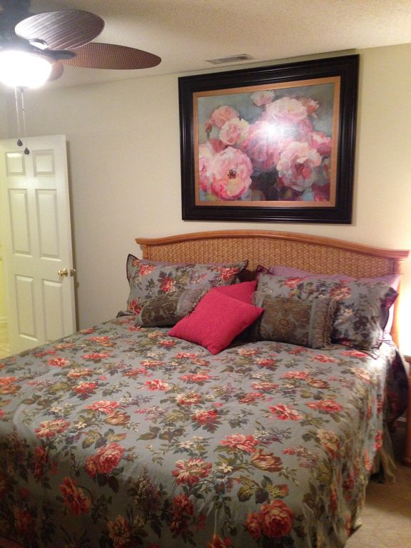 9760- First Floor! 2/2 Bed/bath With WiFi!