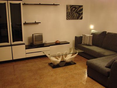 Large and practical town house, sleeping up to 9 - less than 10min walk to beach