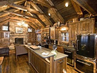 Sapphire cabin photo - Timber master craftmanship on display.