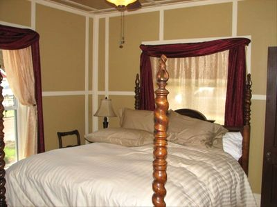 Master bed room with four poster bed