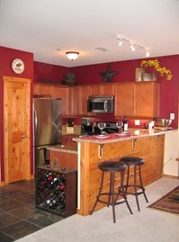 Truckee condo rental - Upscale Kitchen - Granite Counters, Stainless Appliances, 5 Burner Gas Stove