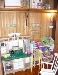 "Harpers Ferry cabin photo - toddler ""kid's kloset"""