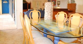 Grand Cayman condo photo - Simple and elegant dining
