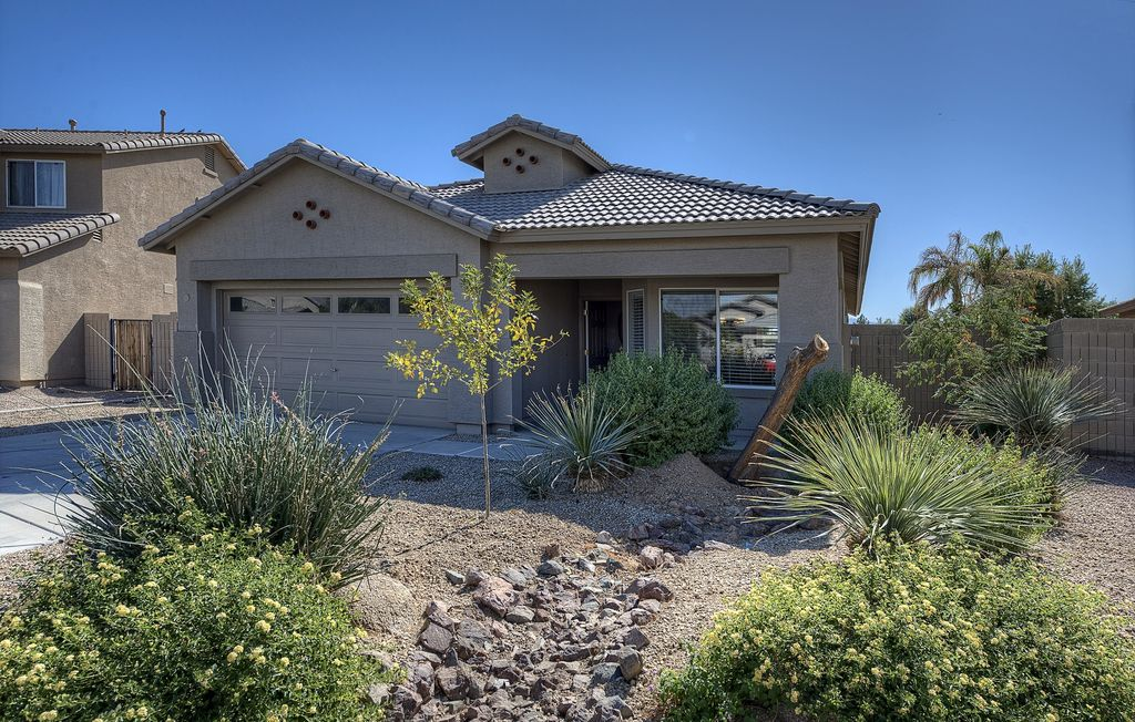 Furnished 3 Bedroom Home in Beautiful Coldwater Springs Golf Course