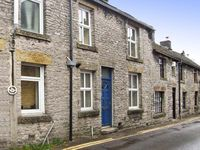 BROOK COTTAGE, pet friendly, with a garden in Bradwell, Ref 13578