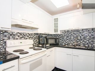 South Beach house photo - Freshly Remodeled Kitchen w/**NEW**floors, *NEW* Granite Counter, and *NEW* Frig