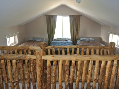 Upper loft (sleeps 4)