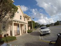 Key West Style Entire house 3b/3b sleeps 8. Close to Downtown and Beach.