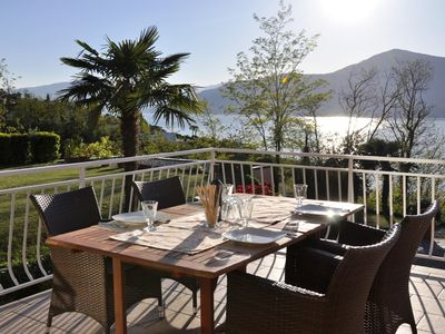 Holiday house with fantastic sea views and large private garden near the lake