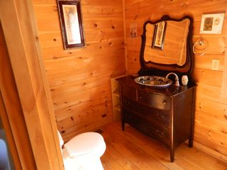 Pigeon Forge cabin photo - Loft Bathroom