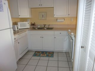 Kitchen with corian counter tops. - Fort Walton Beach condo vacation rental photo