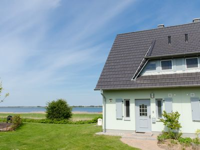 Water views, 1 A location overlooking the water and harbor, sauna, fireplace, wireless
