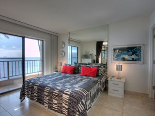 Maalaea condo photo - Let the ocean surf lull you to sleep in your comfortable Cal-King bed