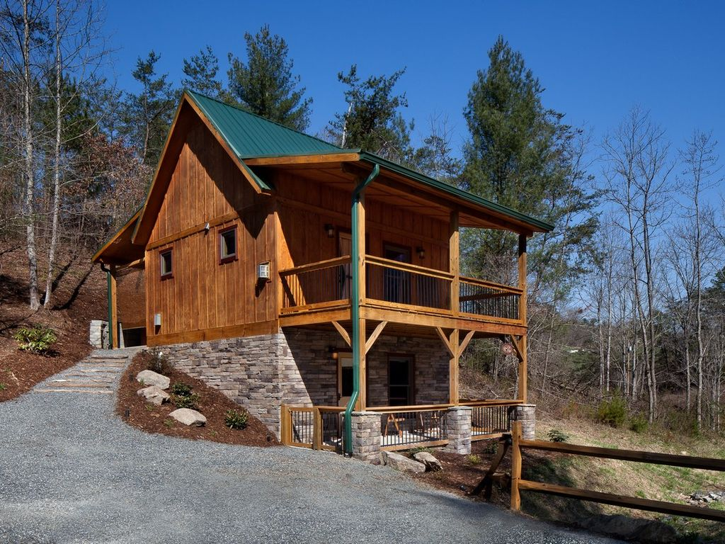New Cabin Close To Town Hot Tub Vrbo