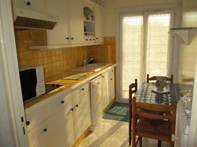 3 bedrooms apartment, quiet, 200 m from the sea with parking