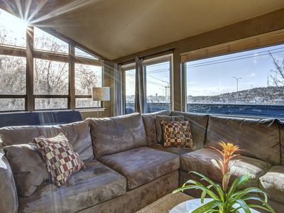 Room with a View! Spacious living area with lots of windows & Space Needle view