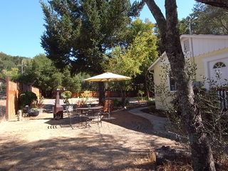 Glen Ellen cottage photo - ... Enjoy Breakfast or Dinner Right Outside of Your Country Getaway!