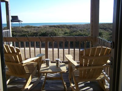 Perfect, affordable, oceanfront getaway for a couple or small family in Duck!