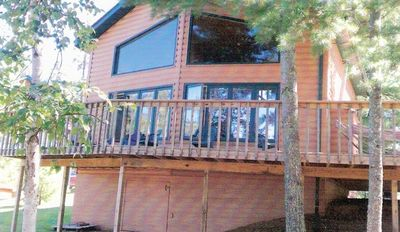 Front of cabin toward lake and deck.