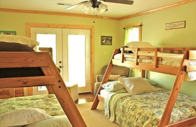 Green Room with 2 Full/Twin bunk beds and private deck-shared with blue room