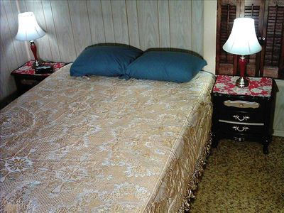 1 Queen Size Bed