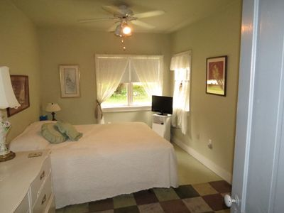 "Master Bedroom downstairs, w/ 24"" flat screen TV & queen bed. Access to bath."