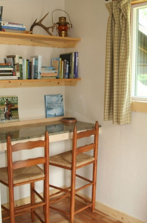 BREAKFAST NOOK AND LIBRARY