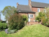 Charming Grade II Listed Cottage Close To Alton Towers