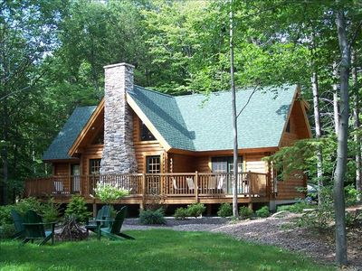 Tastefully Appointed Log Home Near All Major Attractions