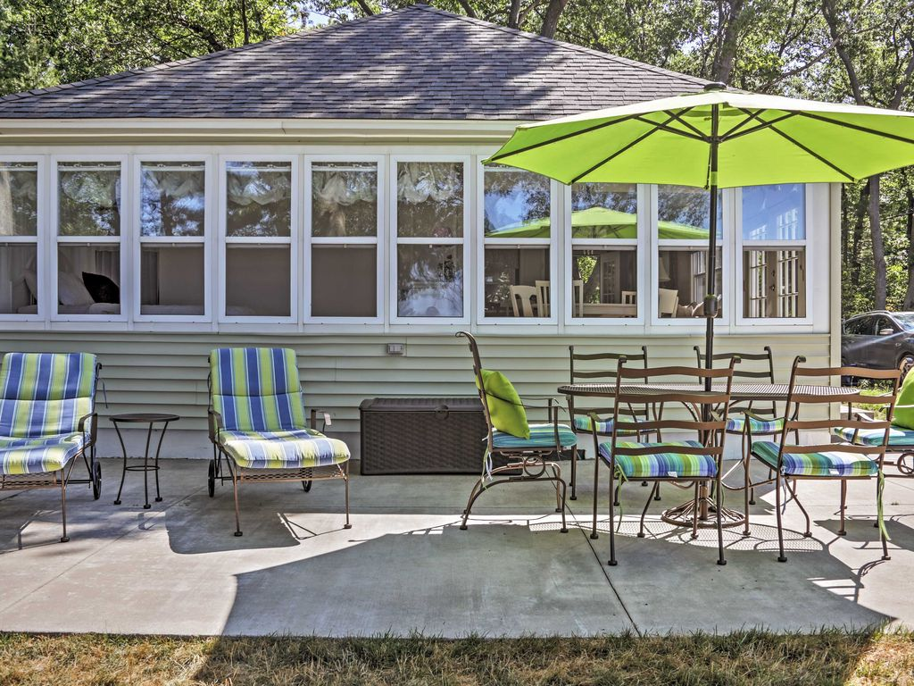 Classic 2br beachfront cottage in port homeaway port for Porto austin cabin rentals