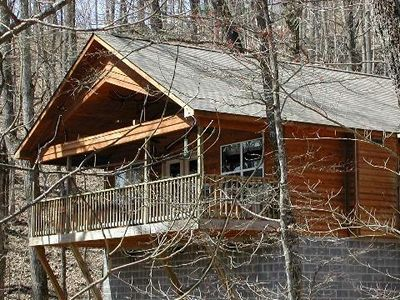 Very large Cabin with Covered Porch Overlooking The Smokey Mountains