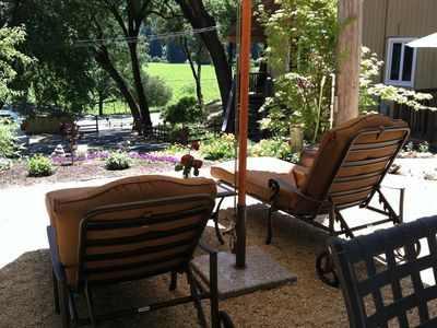 Healdsburg condo rental - The Zin,Relax in the living room and enjoy the flat screen HD TV.