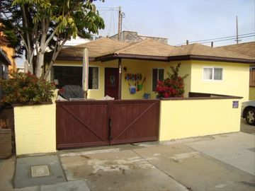 Oxnard cottage rental - Front on Camarillo Ave.