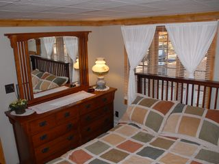 North Conway cottage photo - Queen Bed room