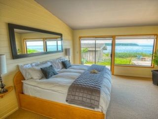 Campbell River house photo - Master Bedroom (with Ensuite & double soaker tub)