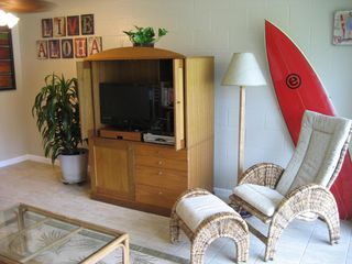 Haleiwa condo photo - Comfy reading chair