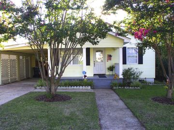 Tuscaloosa cottage rental - The Bama Cottage was built in 1950, but it has been completely renovated !