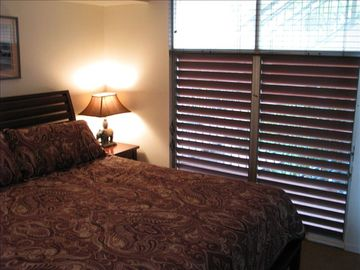 Honokowai condo rental - Comfortable king size bed.