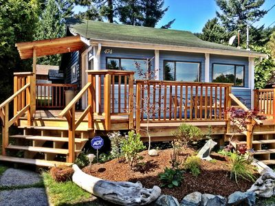 Gibsons cabin rental - Sunshine Coast Cottage and its cozy deck