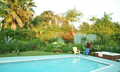Private Heated Pool & Spa Tropical Oasis. Walk to Beach & Village.