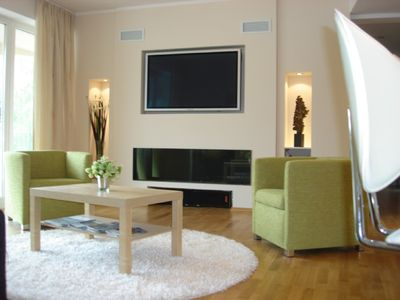 New luxury 2 bedroom ground floor apartment with outside decking and garden