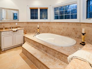 Staten Island house photo - Master Bath w/ Jacuzzi