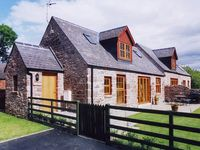 KAMBA COTTAGE, pet friendly, with pool in Kirriemuir, Ref 1904