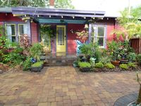 Historic Old Northeast St. Pete, Cozy romantic private bungalow, newly renovated
