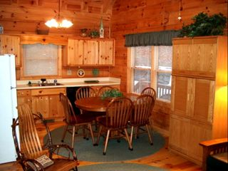 Blue Ridge cabin photo - Dining area and kitchen