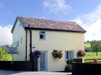 LILAC COTTAGE, romantic, country holiday cottage in Clifton, Ref 2226