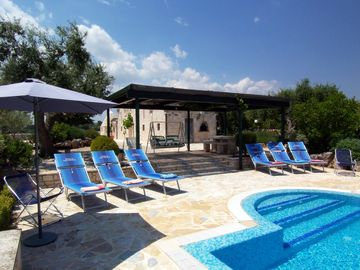Locorotondo villa rental - Gazebo and pool