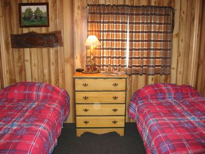 Twin bedroom in the bunkhouse