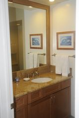 Kaanapali condo photo - Well appointed 2nd bath with granite and other natural stone